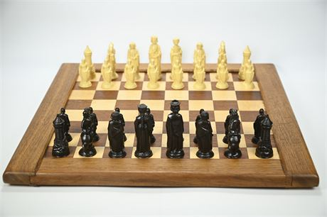 David Levy Hardwood Chess Board with Pieces