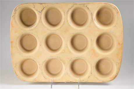 The Pampered Chef Stoneware Muffin Pan