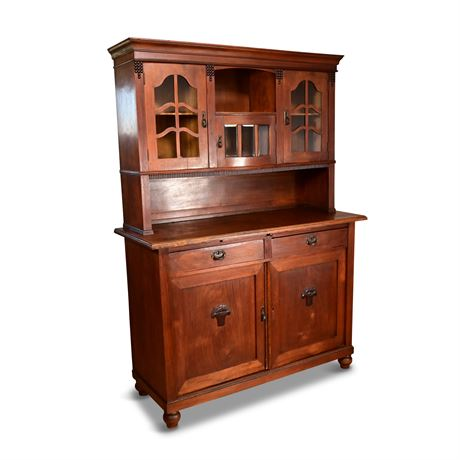 Turn of Century Hutch